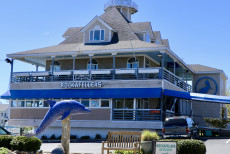photo of outside of rockafeller's va beach restaurant